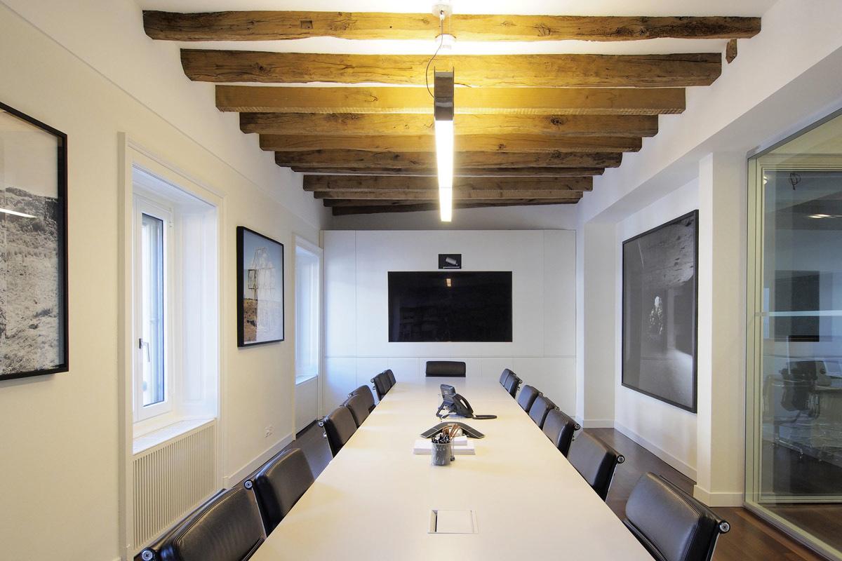 Lu_meeting_room