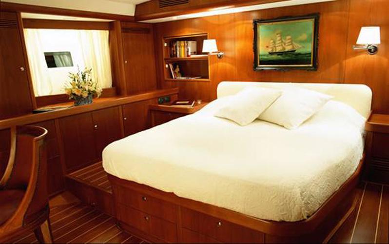 Nauta-yacht-bedroom